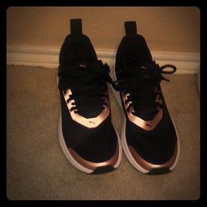 Pumas black and golden size 7.5 like new